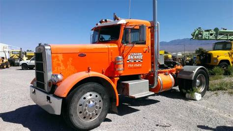 1966 Peterbilt Day Cab Truck - Old Truck
