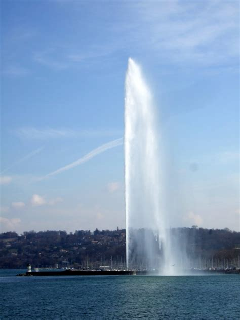 Spurt | The pointless spurting water thing in Geneva