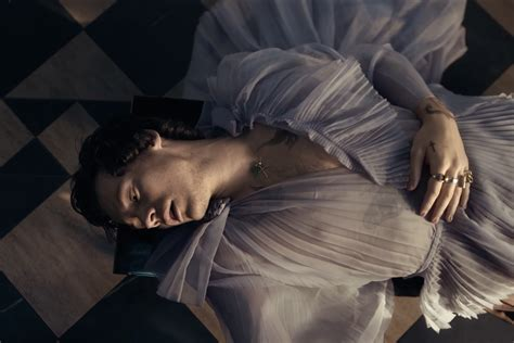 Harry Styles' 'Falling' music video drops - and it's an