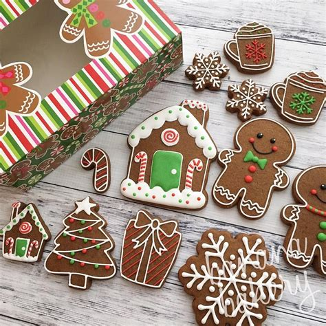 Who else loves gingerbread cookies?!? Also- holiday sets